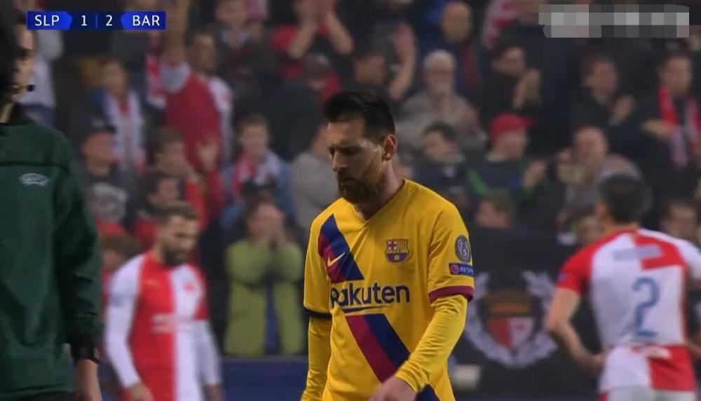 心疼梅西!巴薩險遭逼平,對方主帥跪地惋惜,賽後梅西快速離場