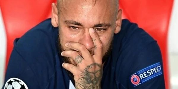 內馬爾賽後落淚,歐冠決賽拜仁1-0巴黎奪得第六冠