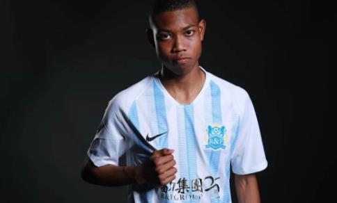 蘇宇亮入選廣州富力俱樂部國少隊 15歲1米82夢想能夠為國出戰